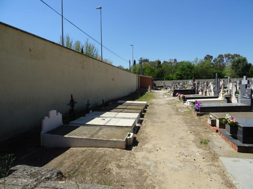 Tumbas de fusilados en el Cementerio Viejo, en la zona denominada Cuartel Caridad.